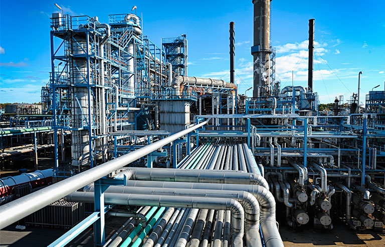 Nigeria's crude oil production fell to record low last month